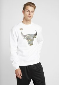 Mitchell & Ness - NBA CHICAGO BULLS WOODLAND CAMO CREW - Sweatshirt - white - 0