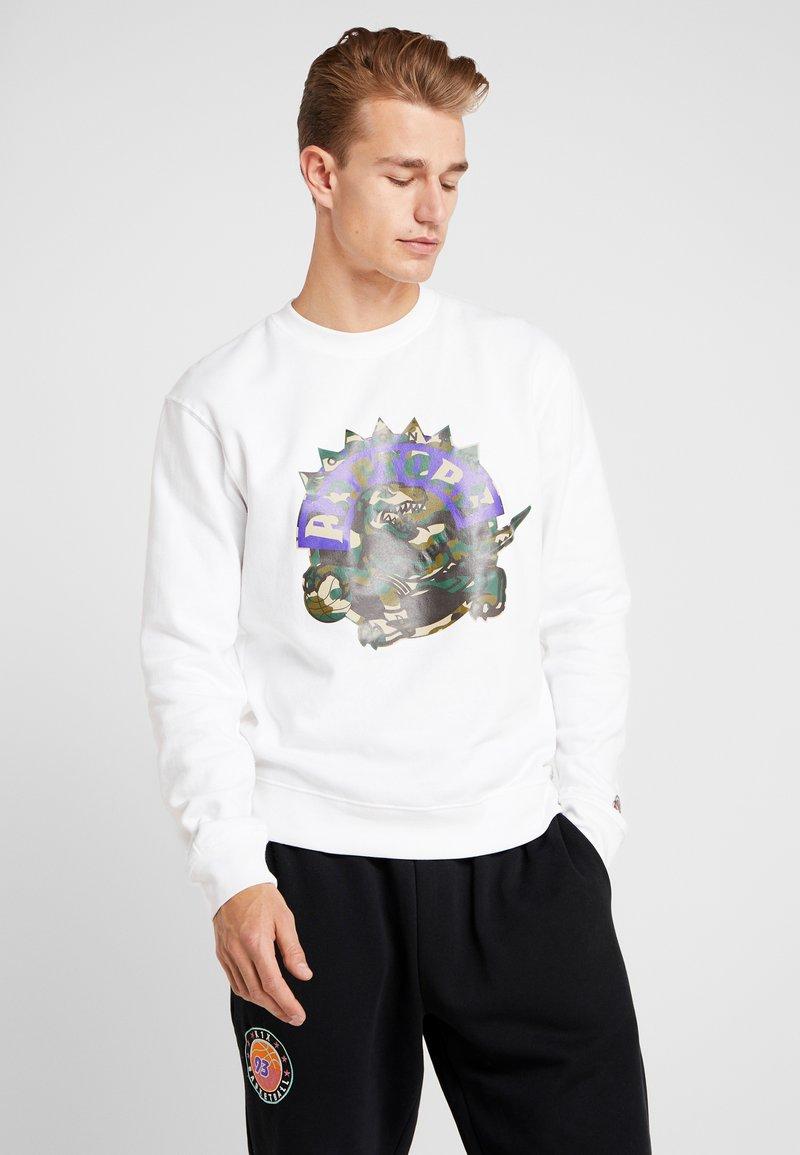 Mitchell & Ness - NBA TORONTO RAPTORS WOODLAND CAMO CREW - Sweatshirt - white