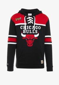 Mitchell & Ness - NBA CHICAGO BULLS HOCKEY HOODY - Article de supporter - black/red - 4