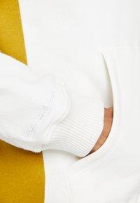 Mitchell & Ness - PANELED HOODIE - Hoodie - off white - 5