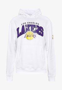 Mitchell & Ness - NBA LA LAKERS ARCH LOGO HOODY - Klubtrøjer - white - 4