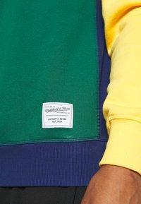Mitchell & Ness - COLORBLOCKED CREW - Mikina - dark green - 6