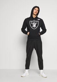 Mitchell & Ness - NFL OAKLAND RAIDERS HOWIE LONG THE 80S SUPERBOWL PACK HOODY - Equipación de clubes - black - 1