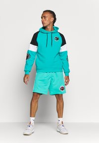 Mitchell & Ness - NBA VANCOUVER GRIZZLIES INSTANT REPLAY HOODY - Fanartikel - teal - 1