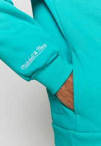 Mitchell & Ness - NBA VANCOUVER GRIZZLIES INSTANT REPLAY HOODY - Fanartikel - teal - 5