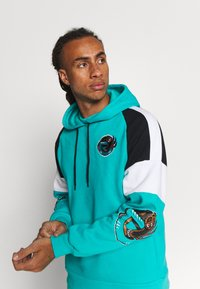 Mitchell & Ness - NBA VANCOUVER GRIZZLIES INSTANT REPLAY HOODY - Fanartikel - teal - 3