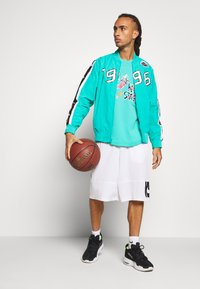 Mitchell & Ness - NBA ALL STAR NAME NUMBER - T-shirt print - teal - 1