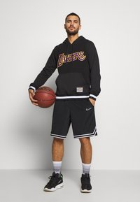Mitchell & Ness - NBA LA LAKERS GAMETIME  - Mikina s kapucí - black - 1