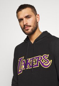 Mitchell & Ness - NBA LA LAKERS GAMETIME  - Mikina s kapucí - black - 3