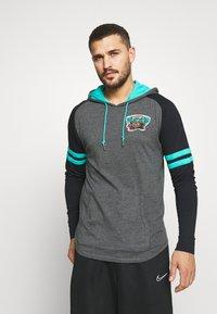 Mitchell & Ness - NBA VANCOUVER GRIZZLIES LIGHTWEIGHT HOODY - Klubové oblečení - black - 0