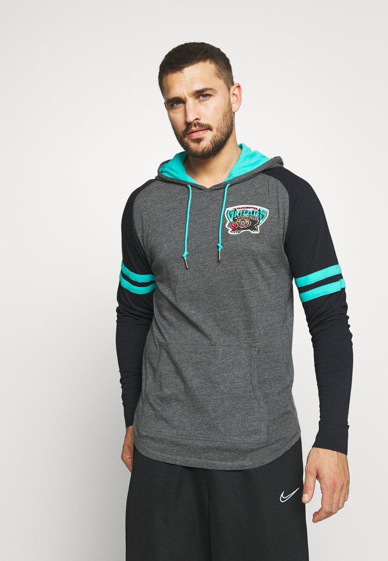 Mitchell & Ness - NBA VANCOUVER GRIZZLIES LIGHTWEIGHT HOODY - Klubové oblečení - black