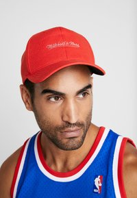 Mitchell & Ness - NBA OWN BRAND SNAPBACK - Casquette - red - 1