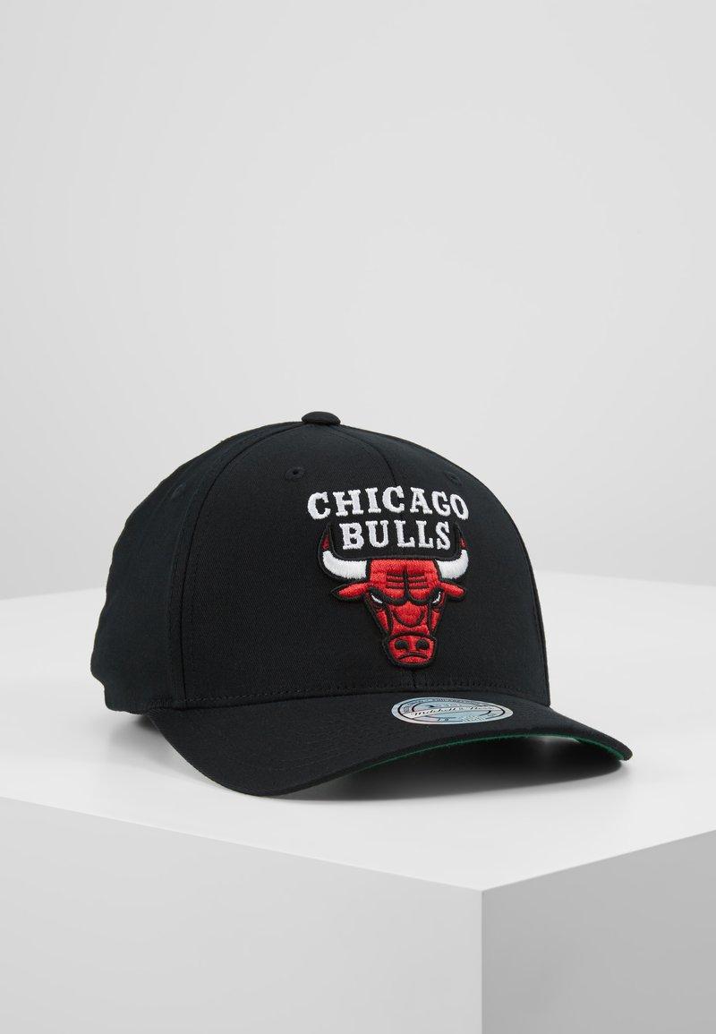 Mitchell & Ness - NBA CHICAGO BULLSCOTTON TEAM LOGO HIGH CROWN PINCH PANEL - Cap - black