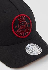 Mitchell & Ness - NBA VISION HIGH CROWN PINCH PANEL SNAPBACK MIAMI HEAT - Pet - black - 2