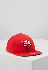 Mitchell & Ness - NBA TEAM LOGO DEADSTOCK THROWBACK SNAPBACK CHICAGO BULLS - Caps - red - 0