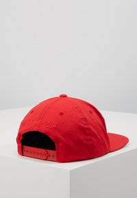 Mitchell & Ness - NBA TEAM LOGO DEADSTOCK THROWBACK SNAPBACK CHICAGO BULLS - Caps - red - 3