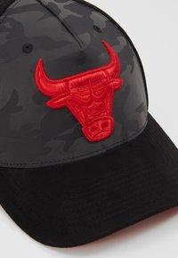 Mitchell & Ness - NBA REFLECTIVE SNAPBACKCHICAGO BULLS - Cappellino - black - 4