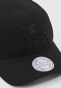 Mitchell & Ness - NBA CHICAGO BULLS VARSITY ID - Kšiltovka - black - 5