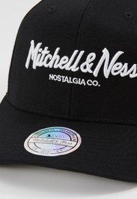 Mitchell & Ness - PINSCRIPT - Caps - black