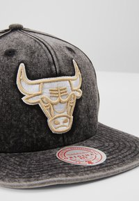Mitchell & Ness - NBA CHICAGO BULLS SNOW WASHED NATURAL SNAPBACK - Caps - black - 2