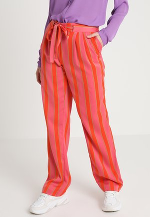 NADINE PRINT PANTS - Trousers - red/pink