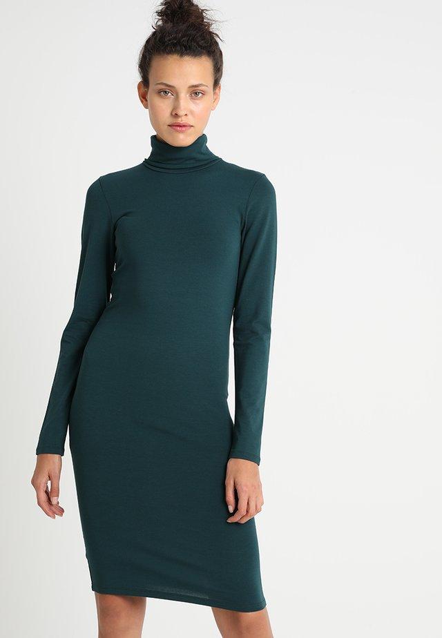 TANNER DRESS - Sukienka etui - bottle green