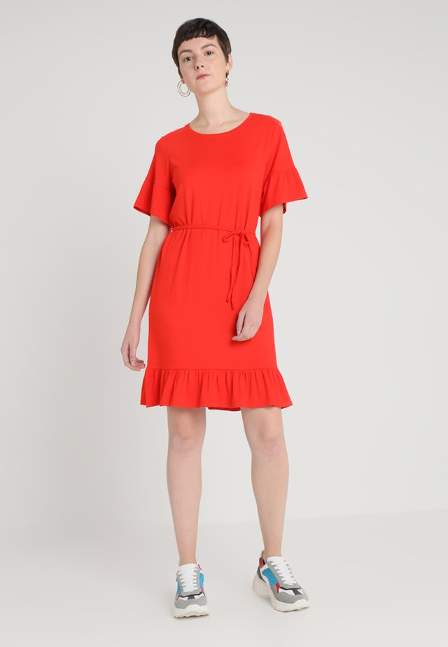 NILEN DRESS - Jerseykleid - fire red