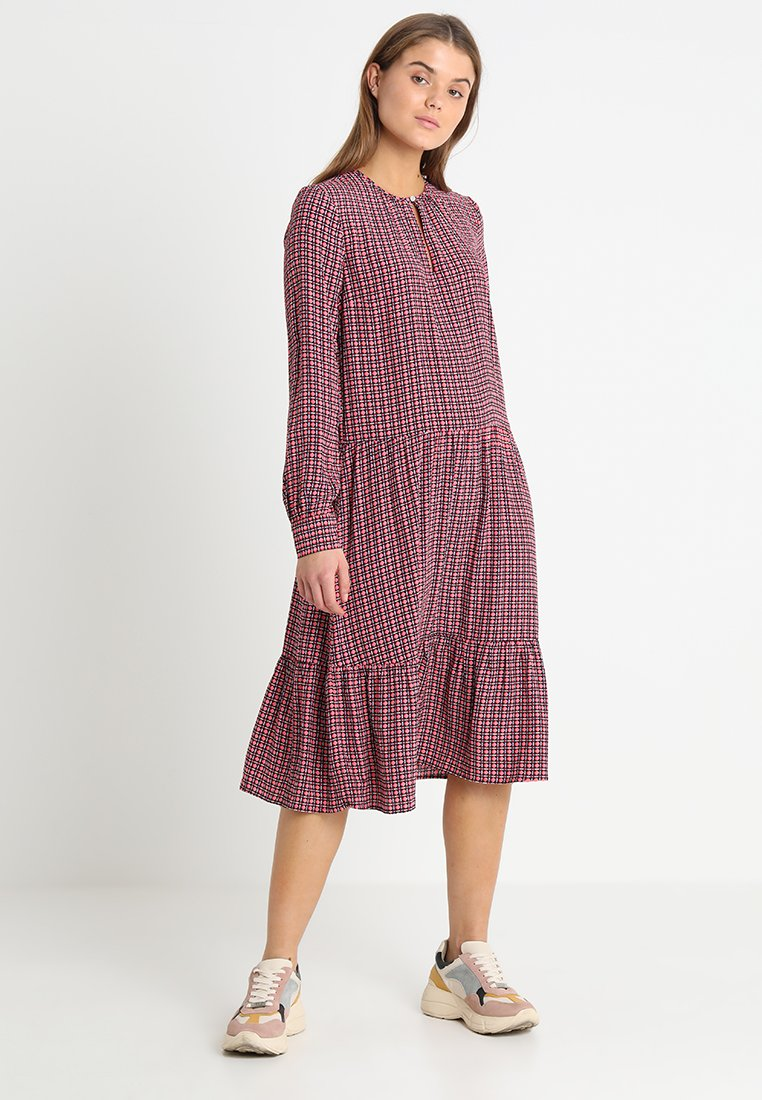 Modström - MONICA PRINT DRESS - Maxikleid - pink/black