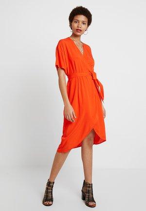 OPTIC DRESS - Vapaa-ajan mekko - cherry tomato