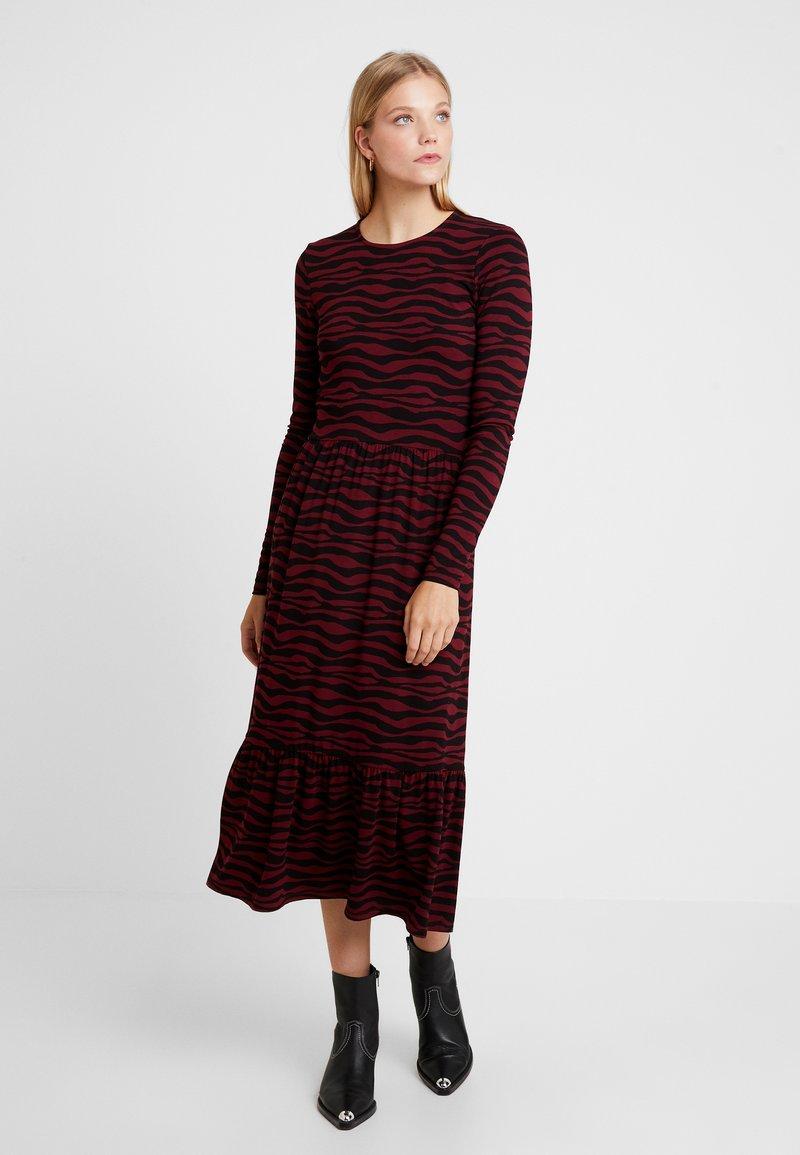 Modström - SLITTER PRINT DRESS - Maxikleid - dark red/black