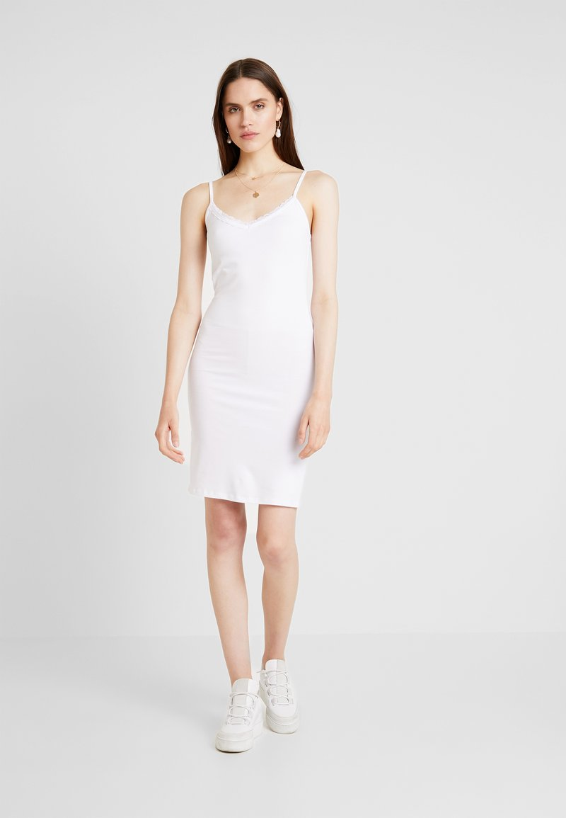 Modström - TOY STRAP DRESS - Pouzdrové šaty - white