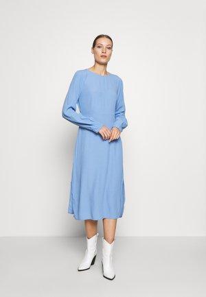 BERTA DRESS - Robe d'été - blue oase