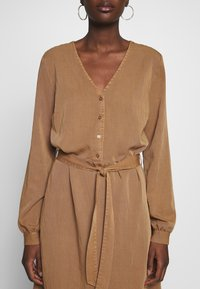 Modström - BELLEVUE DRESS - Skjortekjole - warm camel - 5