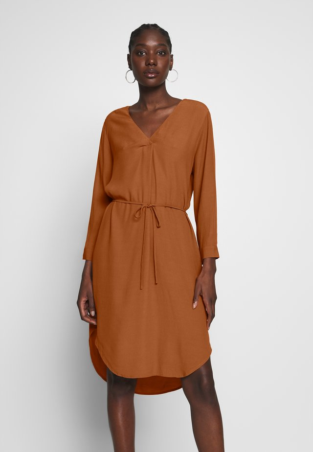 BALOO DRESS - Korte jurk - almond