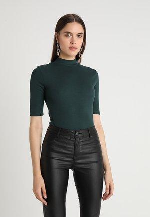 KROWN - T-shirts - green