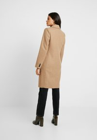 Modström - PAMELA COAT - Villakangastakki - brown sugar - 2