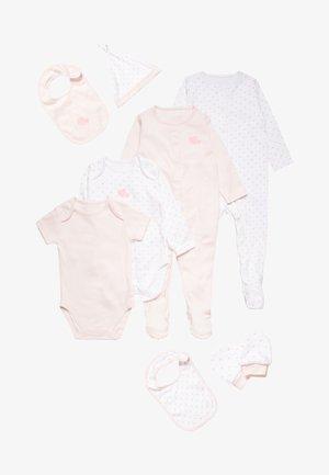CONTINUITY GIRLS HANGING STARTER BABY SET - Čepice - pale pink