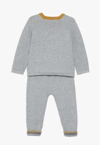 mothercare - BABY DINO KNITTED SET - Jumper - grey - 1