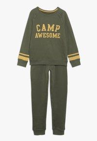 mothercare - CAMP AWESOME JOG SET - Sweatshirt - khaki - 0
