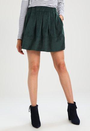 KIA - Áčková sukně - green