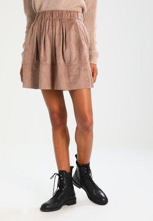 KIA - Pleated skirt - warm sand