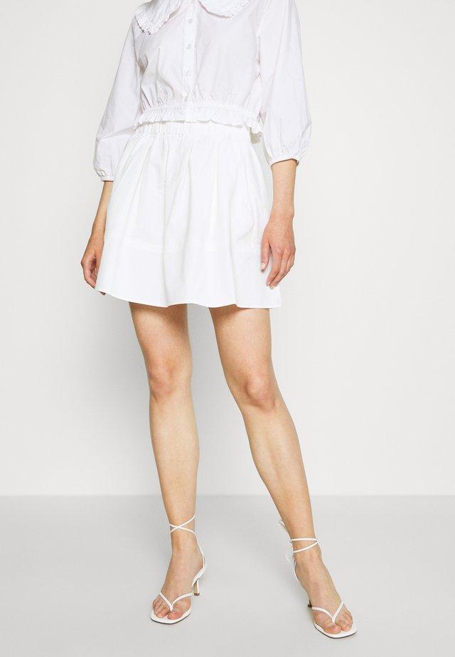 KIA - Áčková sukně - white