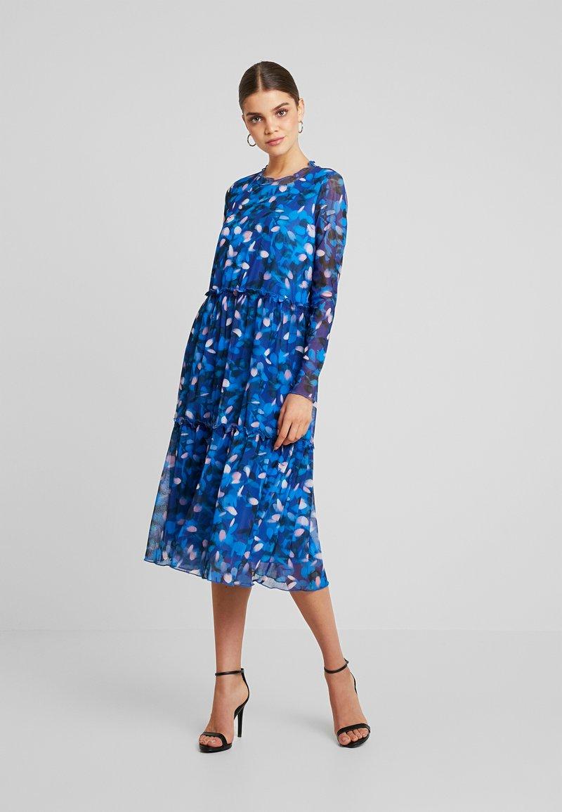 Moves - HUMAKKI - Vestido informal - true blue