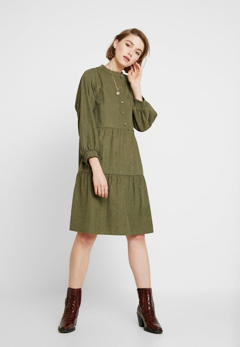 Moves - TALEN - Košilové šaty - mayfly