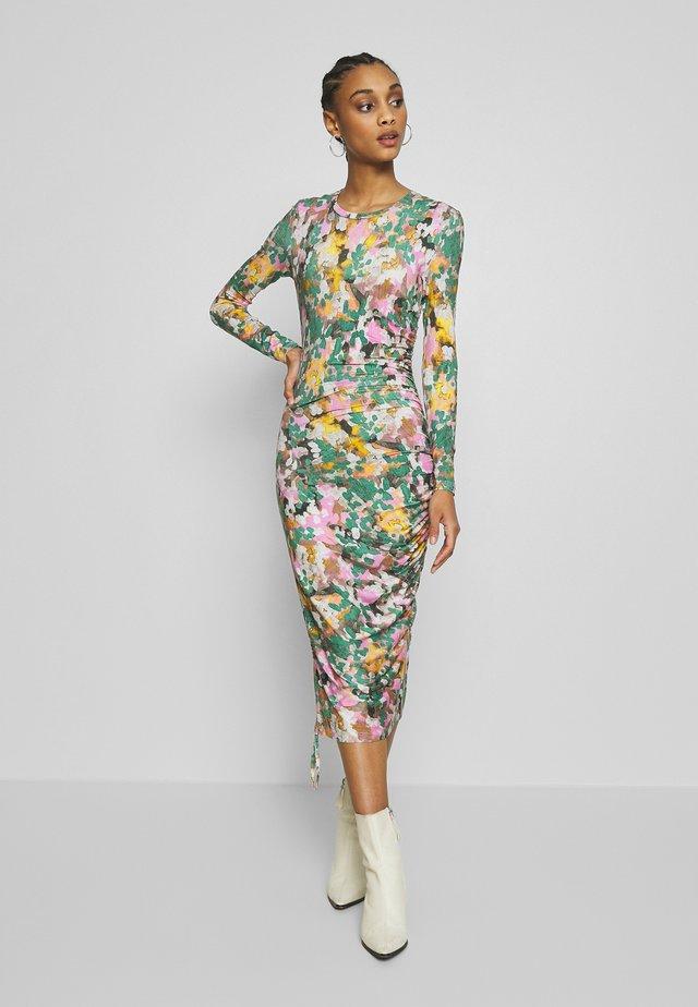 BALINA - Pouzdrové šaty - prism pink