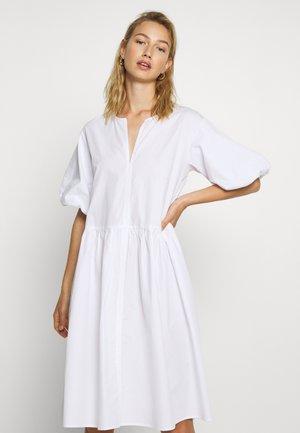 OLISI - Korte jurk - white