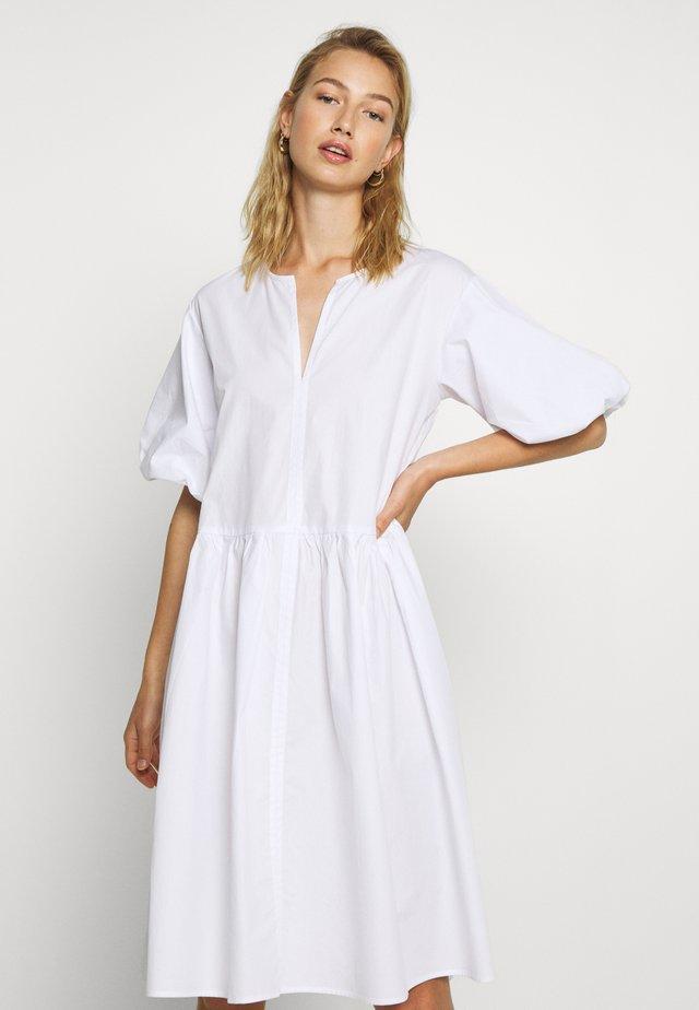 OLISI - Denní šaty - white
