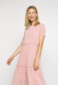 Moves - NAKKI - Pletené šaty - cashmere rose - 3
