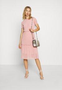 Moves - NAKKI - Pletené šaty - cashmere rose - 1