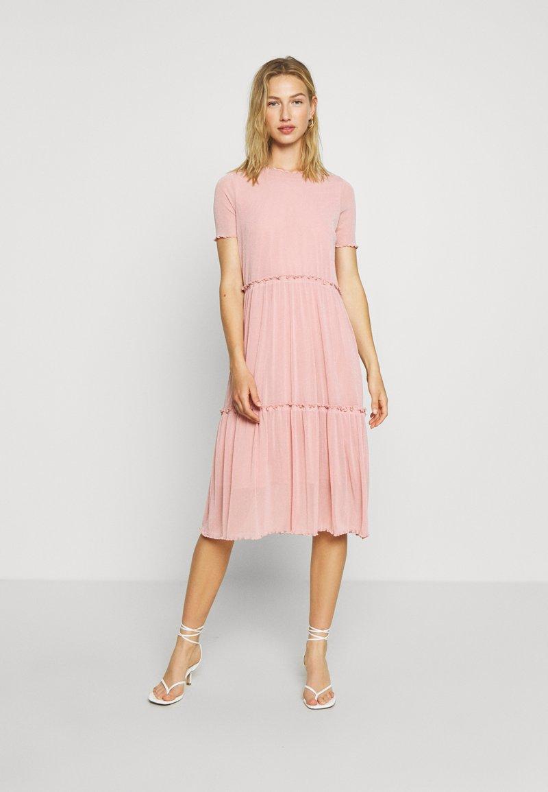 Moves - NAKKI - Pletené šaty - cashmere rose